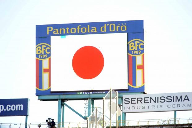 スタジアムに掲げられた日本国旗 © Repubblica.it