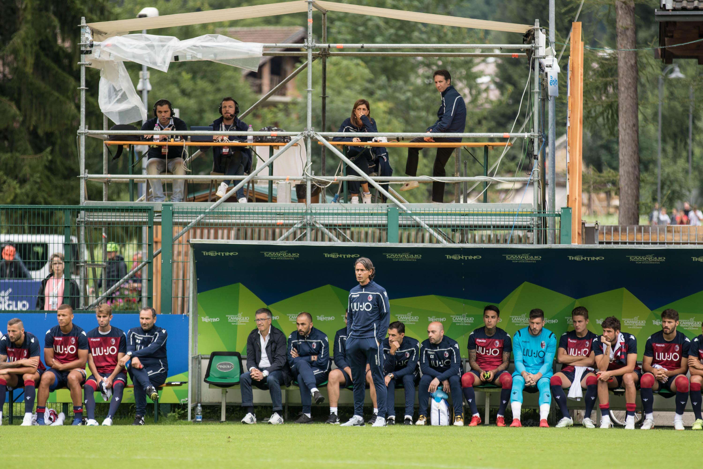 今季はfacebook で練習試合をライブ中継するなど、サービス面では確かな向上が見えますが... © Bologna FC