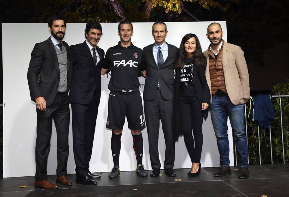 ボローニャ、2015-2016シーズン用のサードユニフォームを発表
